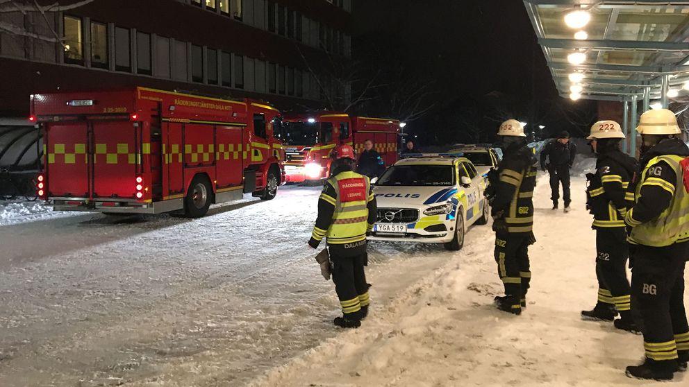 Polis och räddningstjänst utanför Falu lasarett