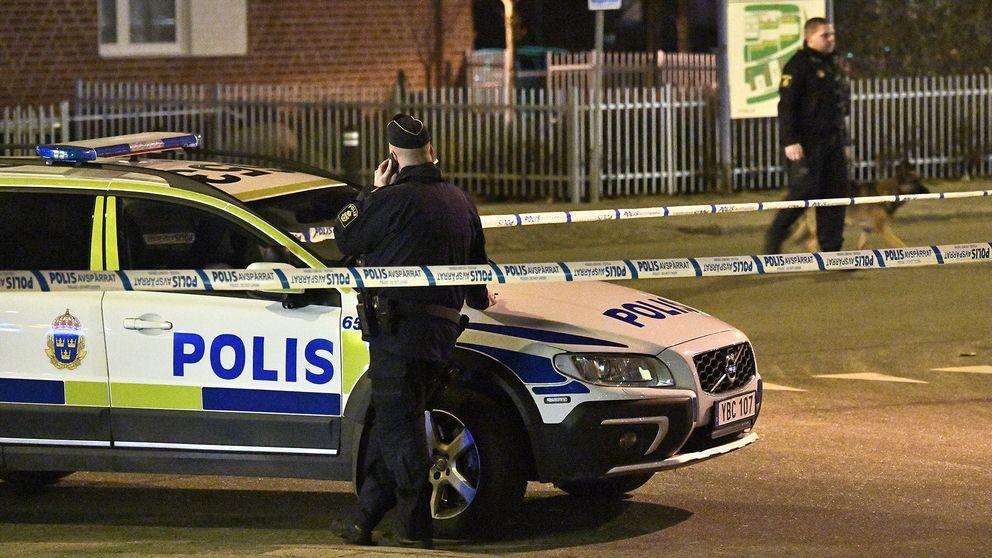 Polisen på plats efter en misstänkt skjutning i Malmö i december 2017.