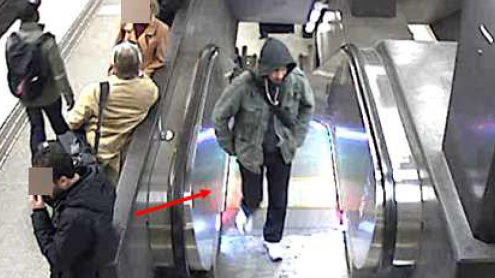 En bild på misstänkte terroristen Rakhmat Akilov i Stockholms tunnelbana.