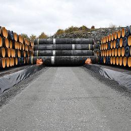 Här i Karlshamn lagras rören till gasledningen.