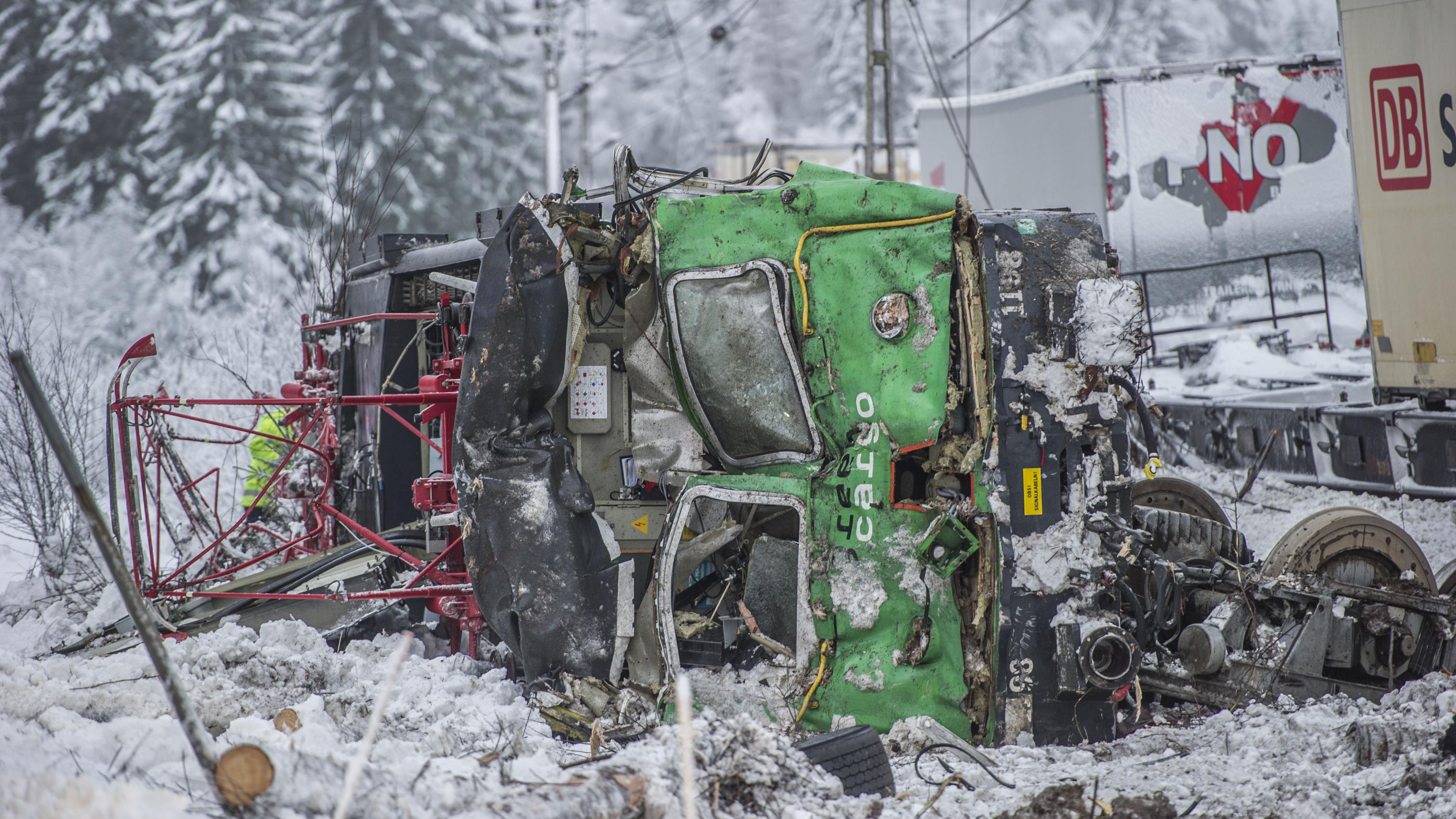 Tag och lastbil i kollision
