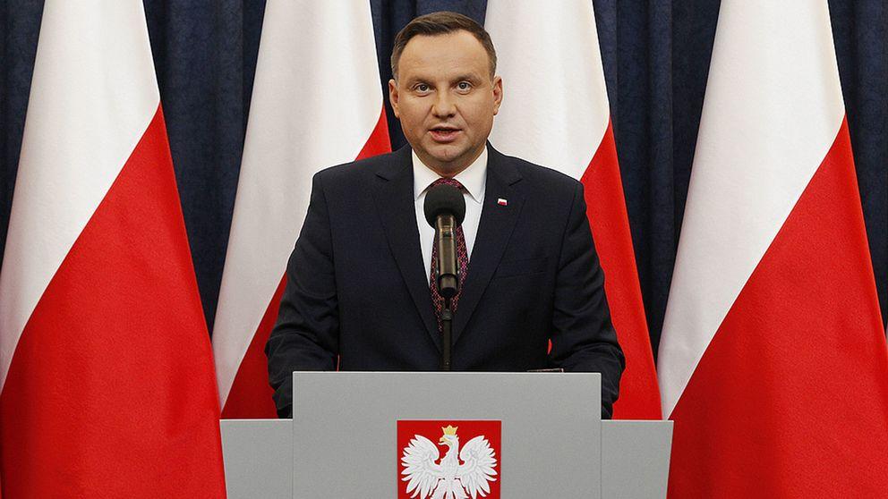 Polens president Andrzej Duda kommer att skriva under den kontroversiella Förintelselagen.