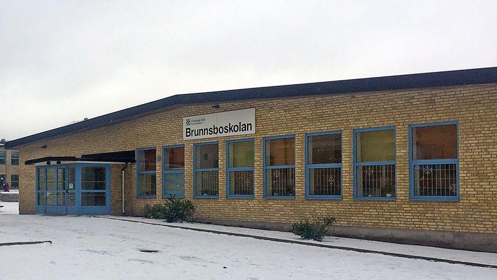 Rektor hotades av maskerad man SVT Nyheter