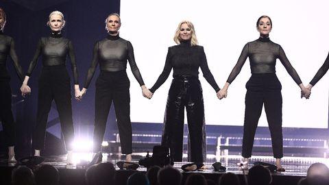 Artisten Petra Marklund under genrepet av mellanakten i den andra deltävlingen i Göteborg.