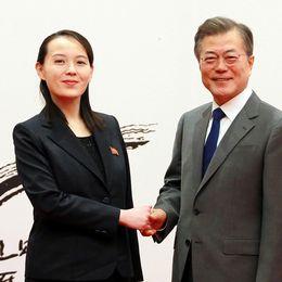 Kim Yo-jong, lillasyster till Nordkoreas diktator Kim Jong-un, och Sydkoreas president Moon Jae-in.