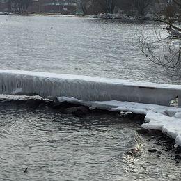 Isigt värre vid Vätterns strand i Jönköping, Småland den 17 februari.