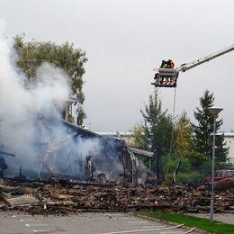 Moskén i Vivalla i Örebro under eftersläckningsarbetet.
