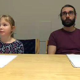 Se vår reporter Aron Engman testa sina kunskaper mot 8-åriga mattesnillet Siri Dahlqvist på matteklubben i Göteborg.