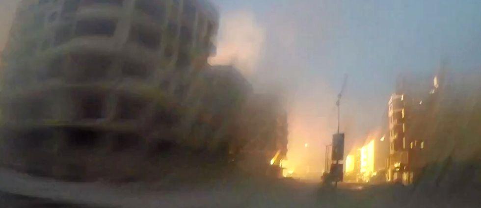 Dramatiska bilder från en av många attacker i Ghouta-regionen utanför Syriens huvudstad Damaskus.