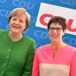 Angela Merkel föreslår Annegret Kramp-Karrenbauer som ny generalsekreterare i det kristdemokratiska regeringspartiet CDU.