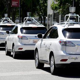 Självkörande bilar står parkerade.