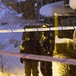 Polisen på plats i Nya Bruket, i centrala Sandviken.