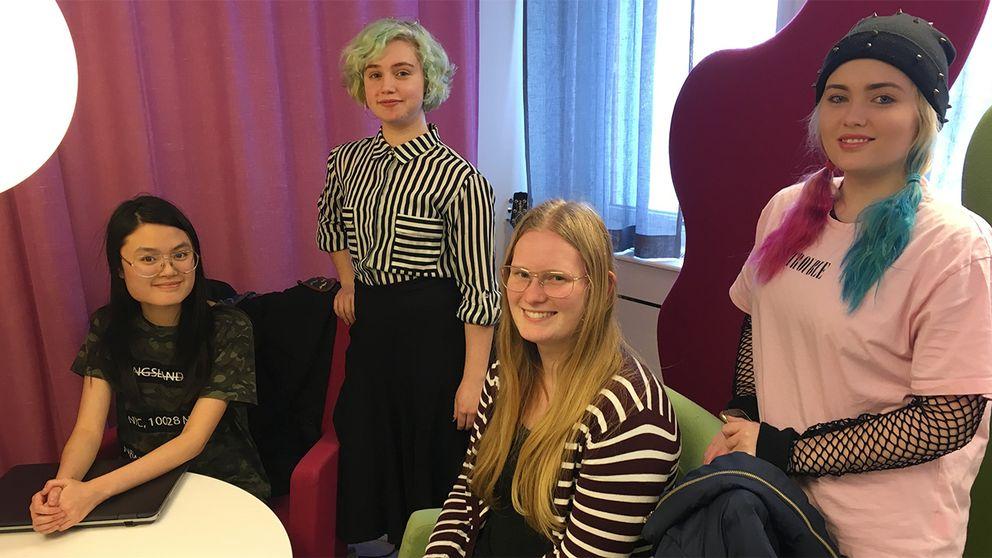 Olivia Birgersson, Isabell Skarphagen, Sofie Berg och Ellinor Glader har skapat Instagramkontot Livet 101.
