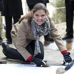 Kronprinsessan Victoria under ett besök vid hällristningarna i Brastad 2011. På onsdagen kommer hon till Bohuslän igen och får då träffa Sixten Söderberg, ordförande för Fiskareföreningen Norden.