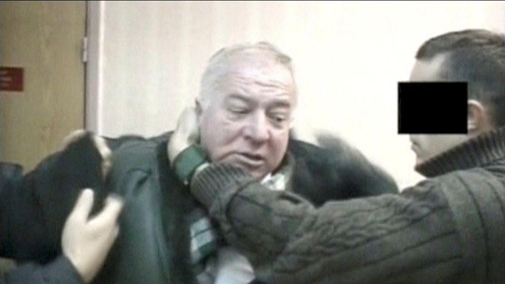 Bilden visar när Sergej Skripal grips sedan han avslöjats som dubbelagent.