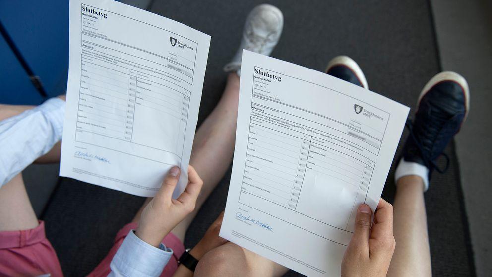 Två elever jämför betyg