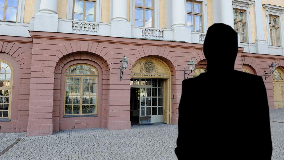 Den UD-anställda kvinnan ansvarade för visumansökningarna vid ambassaden.