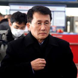 Den nordkoreanska diplomaten Choe Kang Il på Pekings flygplats.