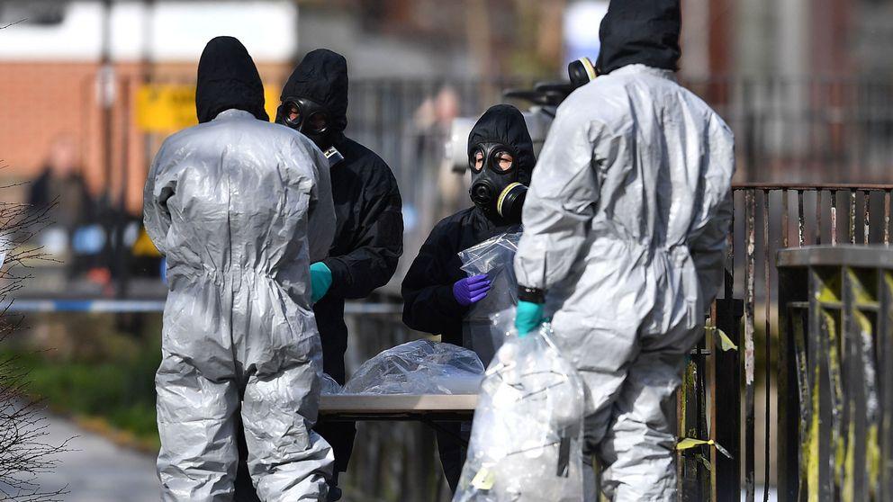 Spår av nervgift undersöks vid en bänk i Salisbury den 16 mars.