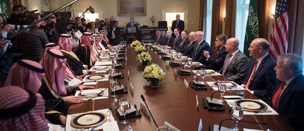 Bilden från Trumps toppmöte får folk att haja till