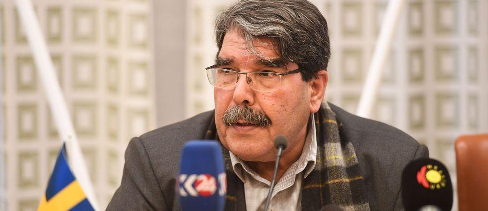 Kurdiske Salih Muslim, fd ordförande i kurdiska PYD som kontrollerar delar av norra Syrien framträder för journalister i riksdagens ledamotshus.