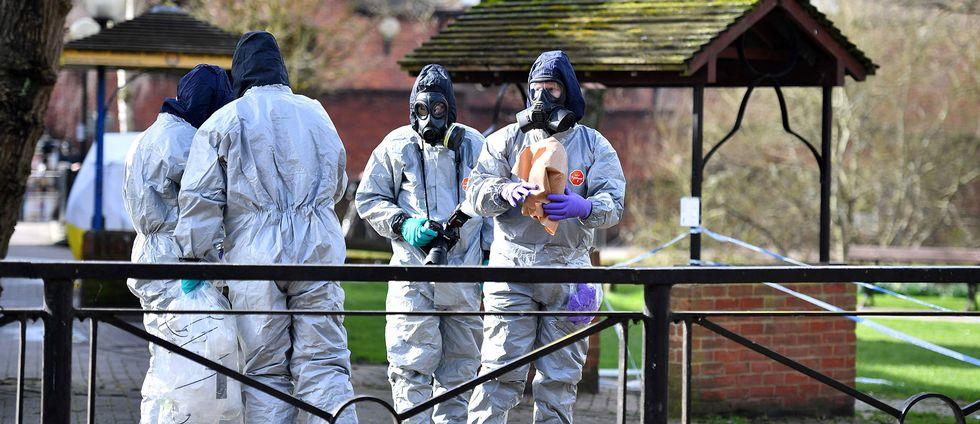 Tekniker utreder platsen för giftattacken i Salisbury