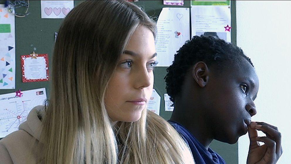Line Forsvall, klass 7, hon har ljust, långt hår och en beige huvtröja på sig.