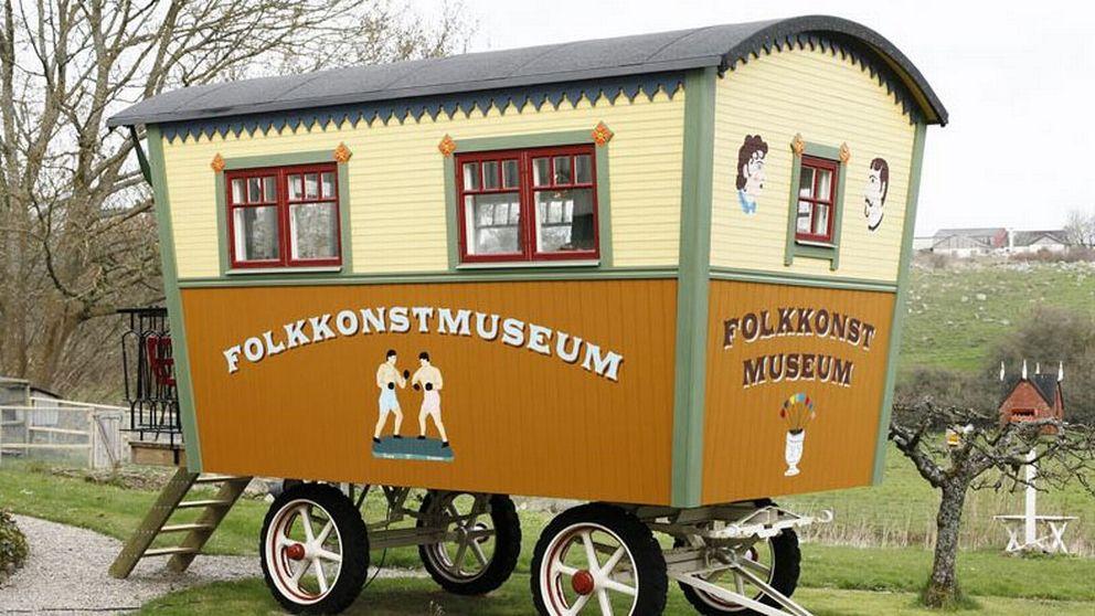 Richard Johanssons egen samling av folkkonst finns i den här husvagnen.