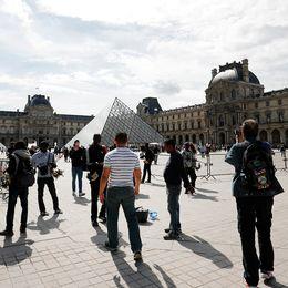 Det pampiga museet Louvren, mitt i centrala Paris, är ett av världens största museum – under 2017 hade det även flest besök.