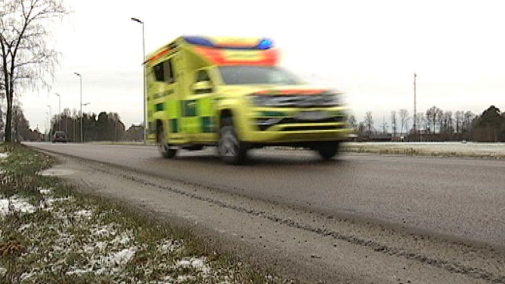 Ambulans som åker förbi snabbt
