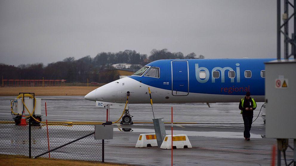 Kasta Väskor På Arlanda : M?nchenplanet skadat passagerarna bussades till arlanda