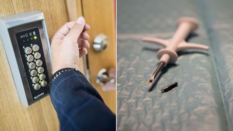 En man har ett chip under huden i handen. I tumvecket syns ett litet ärr som kommer att försvinna. Chipet används bland annat för att öppna dörrar och läsa av SJ-biljetter.