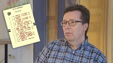 en man i skjorta, liten infälld bild på valsedel