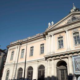 Utanför Svenska Akademien i Stockholm.