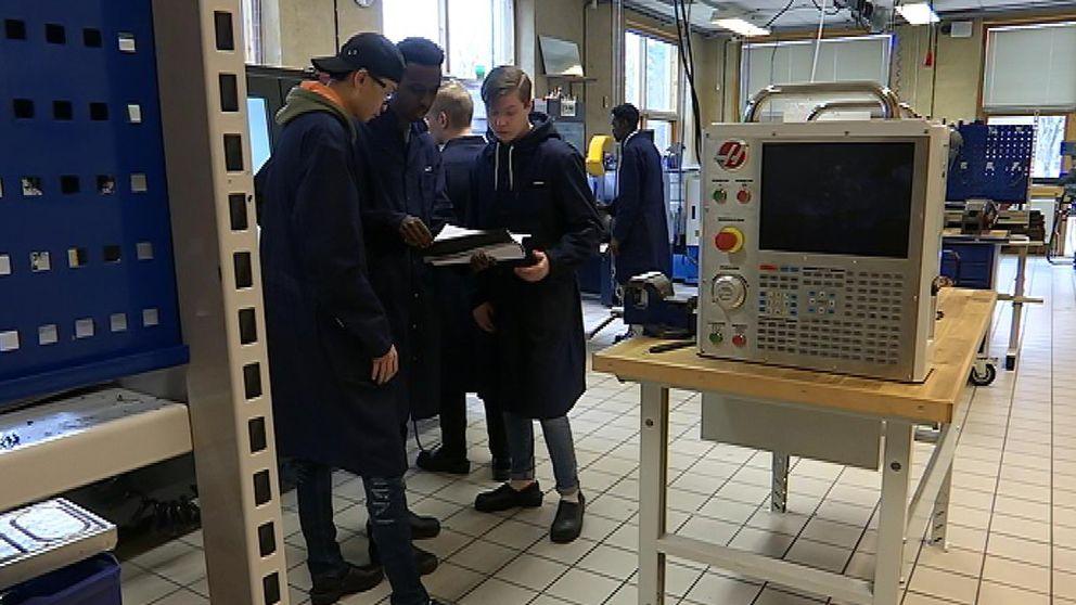 Ungdomar på industritekniska programmet i Gnosjö.