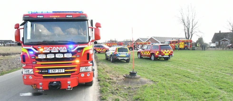 Tre tankbilar och resurser från flera områden i Skåne var på plats för att släcka branden.