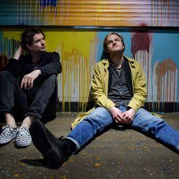 """Indiebandet Hästpojken (Adam Bolméus, tv, och Martin Elisson) släpper sitt nya album """"Hästpojken är död."""