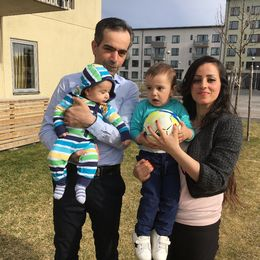 Basel Helaleh och Nahed Azar kom till Sverige för drygt två år sedan från krigets Syrien. Då låg sonen Christian, två år, i mamma Naheds mage. Sedan dess har de även hunnit bli föräldrar till Alexandro, fyra månader.