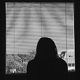 Pappan misshandlade sin dotter systematisk när hon inte ville bli bortgift.