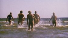 fem nakna vuxna sedda bakifrån