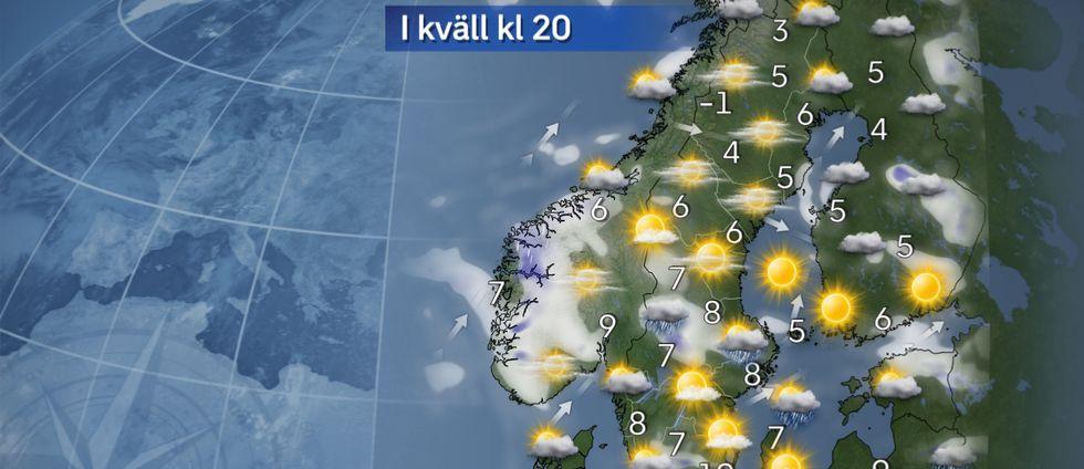 I kväll: Skurar i söder. I mellersta och norra Sverige blir det klart eller halvklart och uppehåll. I söder variationsrik molnhimmel med skurar och sol om vart annat.