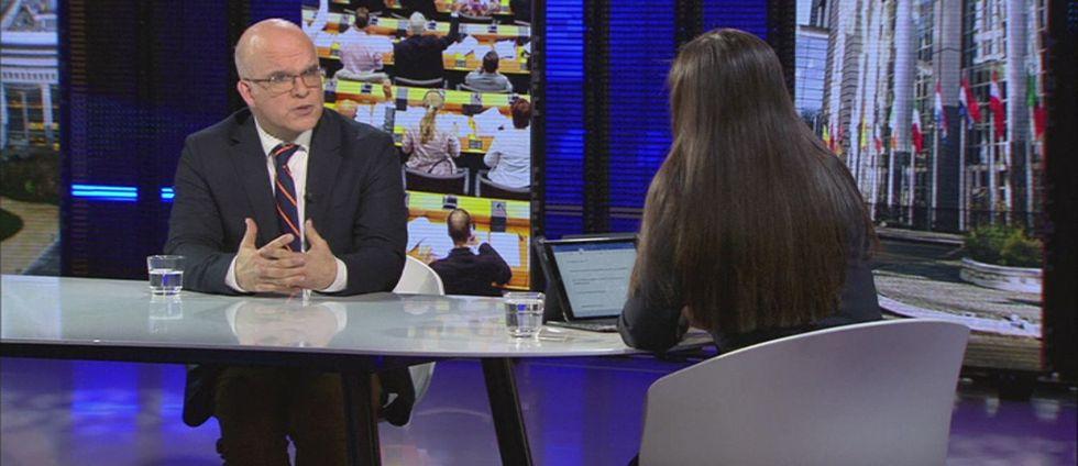 EU-parlamentariker Aleksander Gabelic (S) i studio i EU-parlamentet i Bryssel.