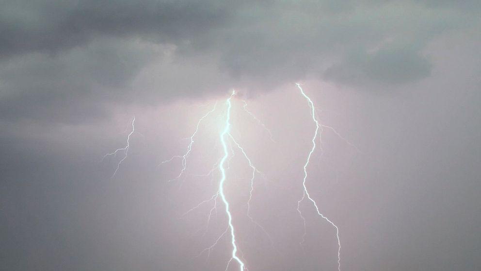 Under söndagen fick räddningstjänsten i Torsby flera samtal om att blixten slagit ner på olika platser