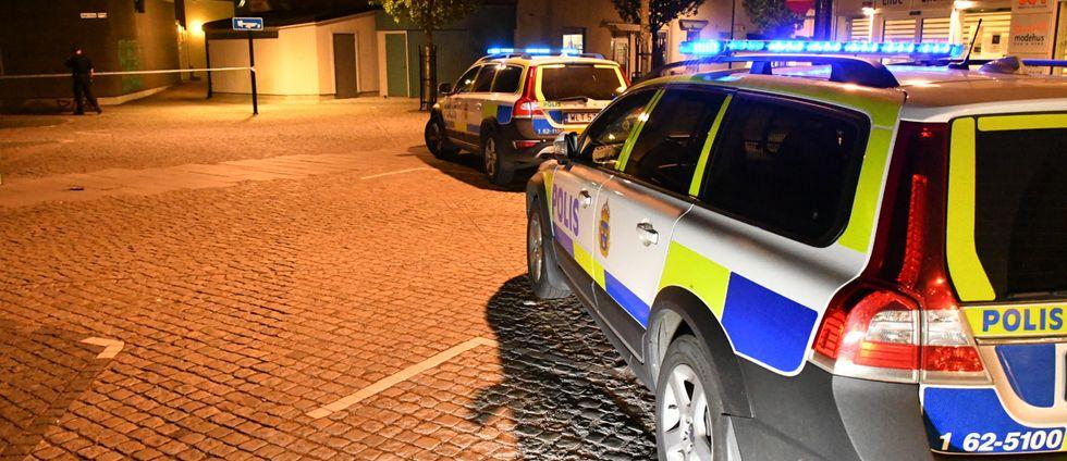 Polis på plats efter bråket i centrala Hörby på lördagskvällen.
