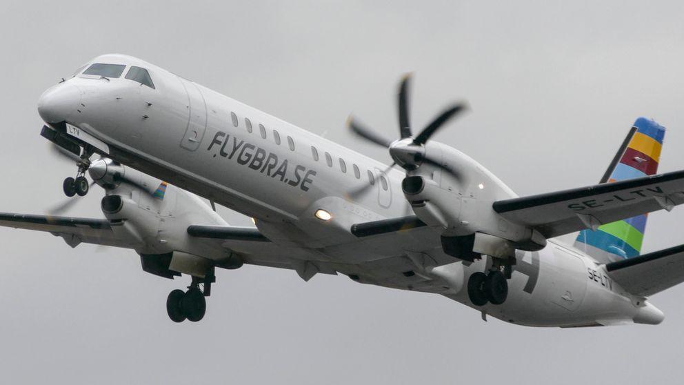 SAAB 2000-flygplan med logga FLYGBRA.SE