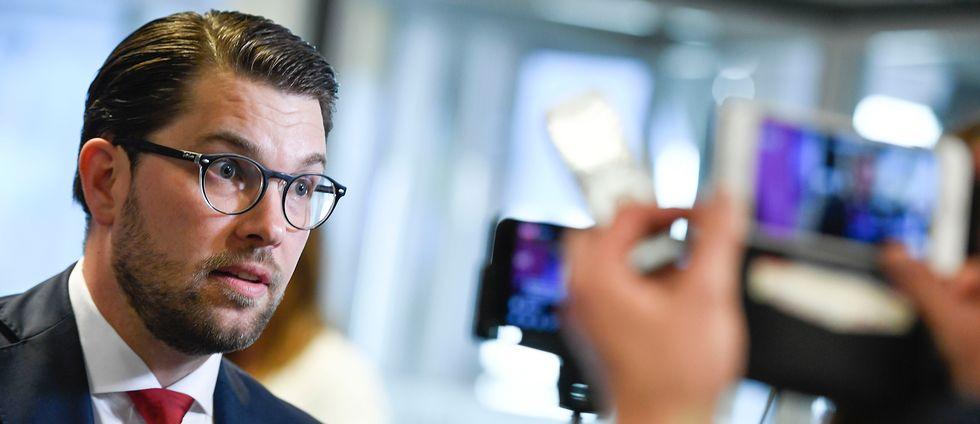 Sverigedemokraternas partiledare Jimmie Åkesson intervjuas.