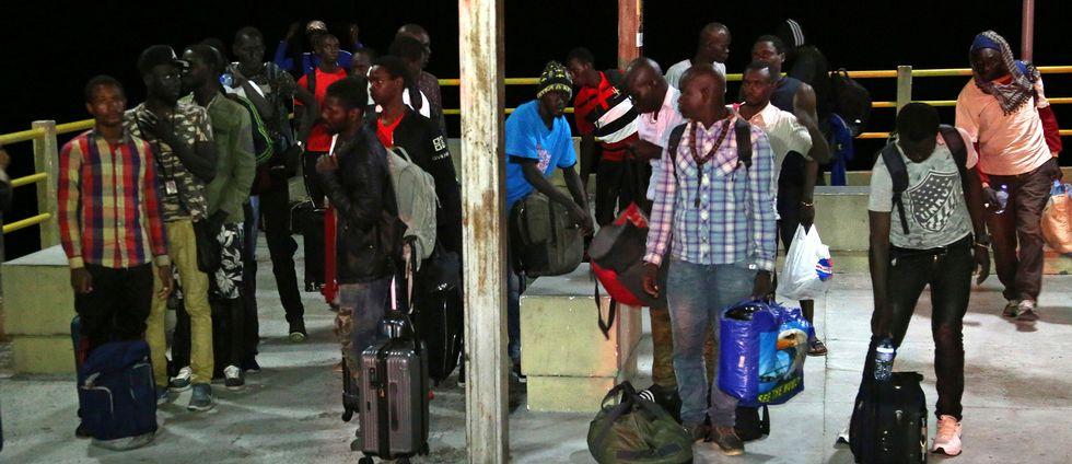 Migranter från bland annat Afrika räddades från en båt på drift utanför Brasilien.