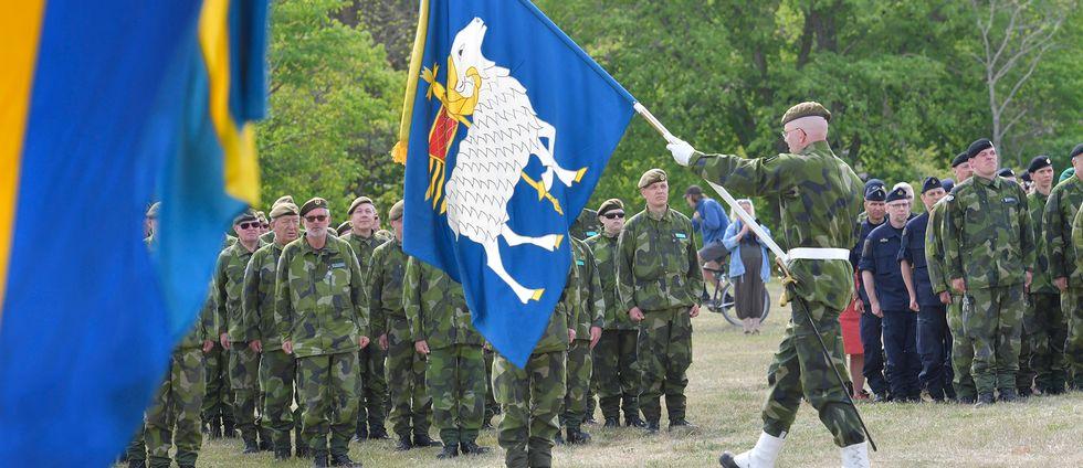 Invigningsceremoni på Gotland av regementet P18 i Visby.