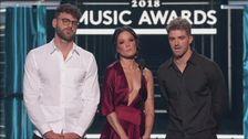 Hyllning till Avicii på Billboard-galan.