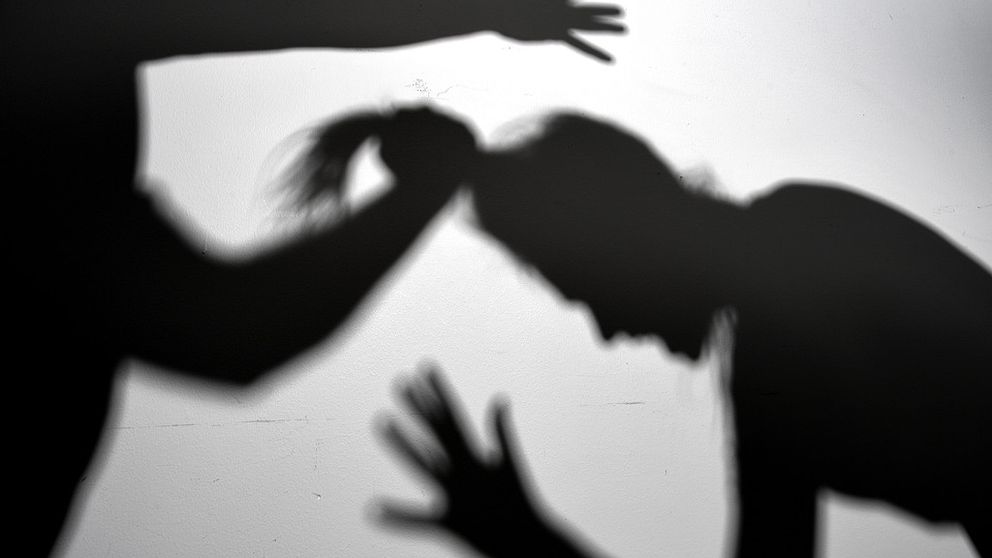 Arrangerad bild på misshandel.